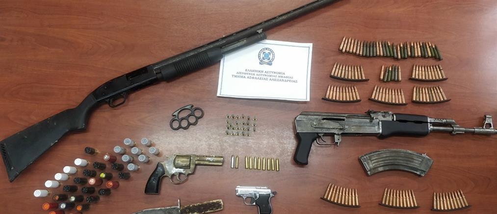 Έκρυβαν παράνομα όπλα σε επιχείρηση (εικόνες)
