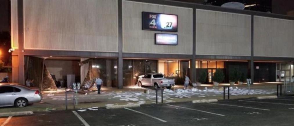 """Φορτηγάκι """"μπούκαρε"""" στα στούντιο του Fox News στο Ντάλας (εικόνες)"""
