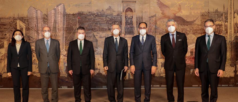 Διερευνητικές επαφές: στην Αθήνα οι συνομιλίες με την Τουρκία