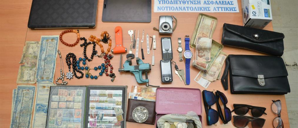 Συνελήφθησαν διαρρήκτες που είχαν ρημάξει αυτοκίνητα στα νότια προάστια