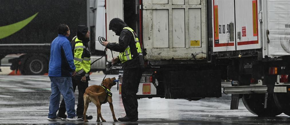 Μετανάστες εντοπίστηκαν ζωντανοί μέσα σε φορτηγό-ψυγείο