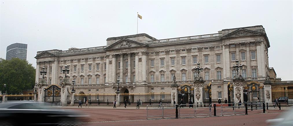 """Πανικός στο Παλάτι του Μπάκιγχαμ: Θησαυρός έκανε """"φτερά"""" (εικόνα)"""
