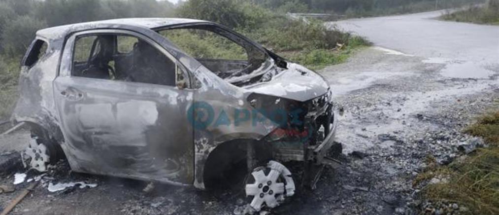 Κινηματογραφική ληστεία σε ΕΛΤΑ: Άρπαξαν τα λεφτά κι έκαψαν το αυτοκίνητο (εικόνες)