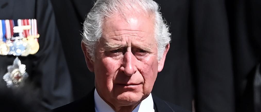 Κηδεία πρίγκιπα Φιλίππου: τα δάκρυα του Καρόλου στην πομπή
