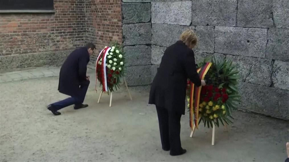 Κατάθεση στεφάνου στον «Τοίχο του Θανάτου» από τη Μέρκελ