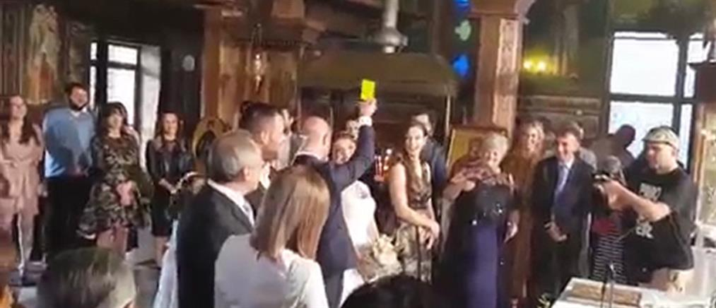 Γαμπρός έβγαλε… κίτρινη κάρτα στη νύφη όταν του πάτησε το πόδι (βίντεο)
