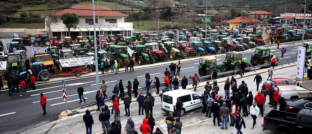 Κόντρα τη Βουλή για τα μπλόκα των αγροτών