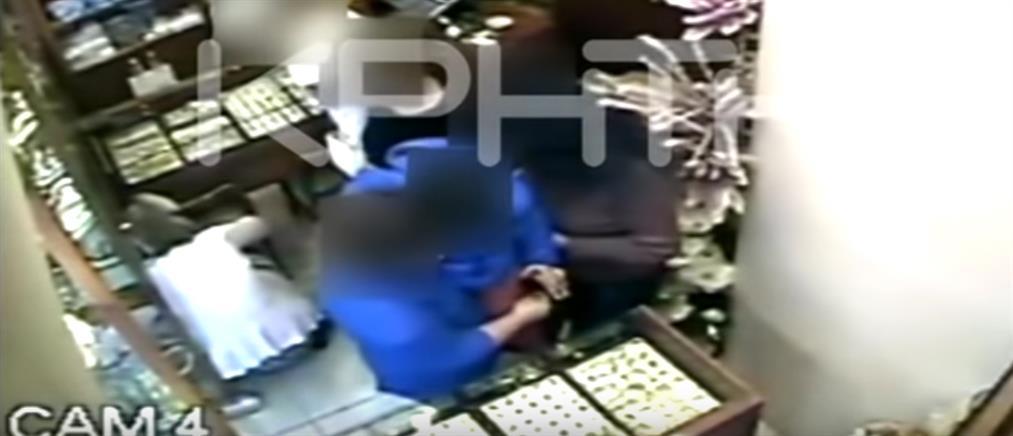 Βίντεο: Καρέ καρέ η κλοπή σε κοσμηματοπωλείο στην Κρήτη