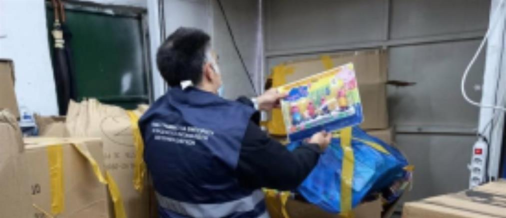 Αποθήκη με παράνομα παιχνίδια στον Ταύρο (εικόνες)
