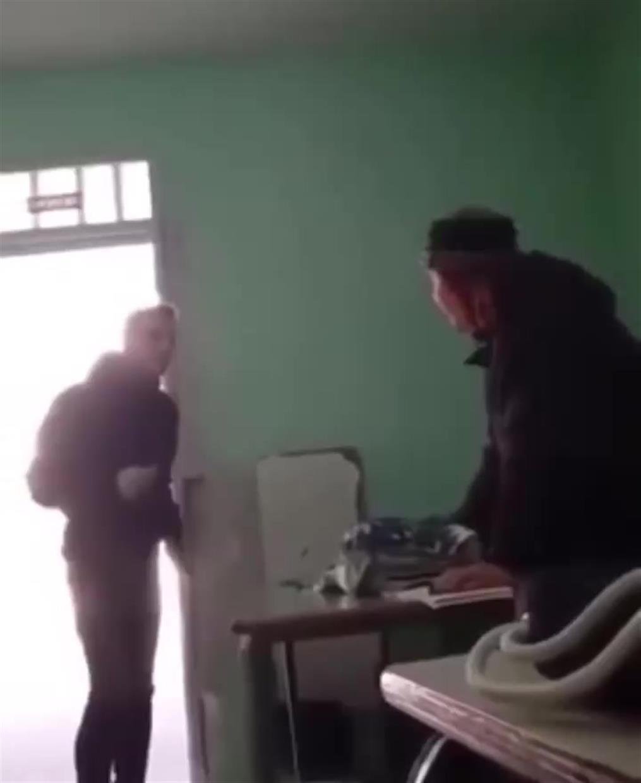 Μαθητής τραμπουκίζει τη δασκάλα του