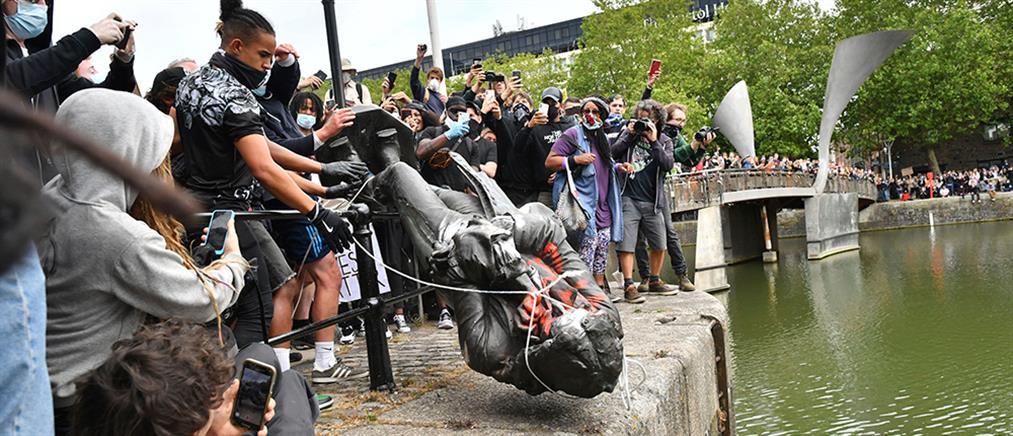 Μπρίστολ: Διαδηλωτές γκρέμισαν άγαλμα γνωστού δουλέμπορου (εικόνες)