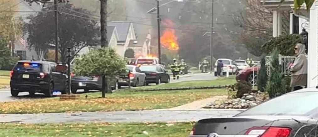 Αεροσκάφος έπεσε σε σπίτια (εικόνες)