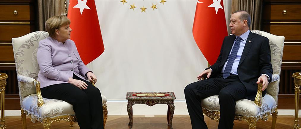 """Στην Τουρκία η Μέρκελ μετά το """"χαστούκι"""" στον Ερντογάν για τη συμφωνία με τη Λιβύη"""