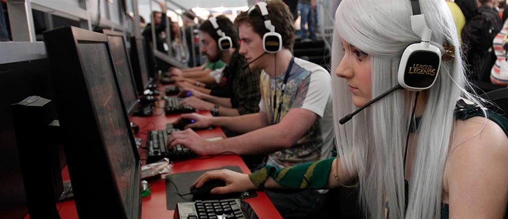 Εξίσου ...κολλημένες gamers οι γυναίκες