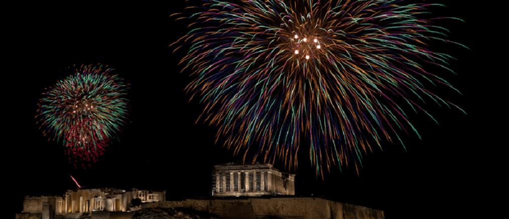 Πρωτοχρονιά: με πυροτεχνήματα υποδέχθηκε η Αθήνα το νέο έτος (εικόνες)