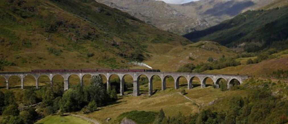 """Το """"τρένο του Χάρι Πότερ"""" έσωσε οικογένεια με παιδιά! (φωτο)"""