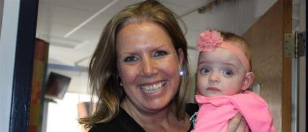 Νοσοκόμα υιοθέτησε μωρό που παράτησε η μητέρα του (εικόνες)