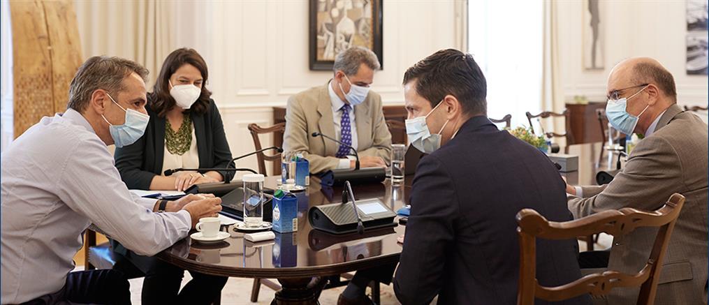 Συνάντηση Μητσοτάκη με τη νέα ηγεσία της Ιατρικής Σχολής ΕΚΠΑ