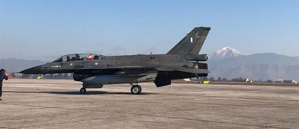 Ο Άγιος Βασίλης έφτασε με… F16 (εικόνες)