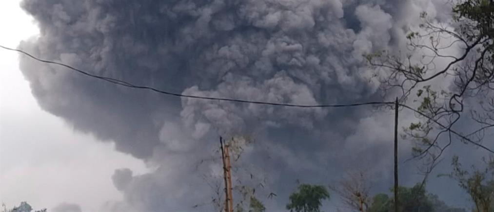 Έκρηξη ηφαιστείου στην Ινδονησία (βίντεο)