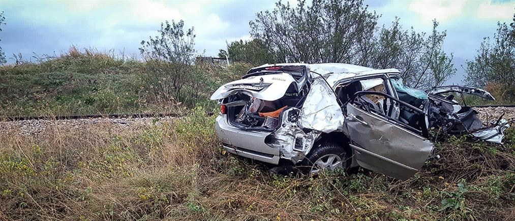 Αιματηρό τροχαίο στην Φθιώτιδα: Τρένο παρέσυρε αυτοκίνητο (εικόνες)