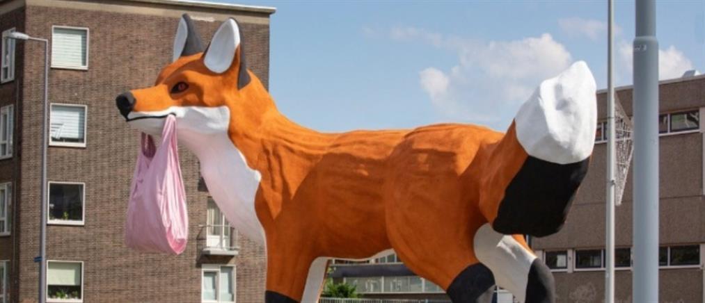 """Γιγαντιαία """"αλεπού"""" στο Ρότερνταμ"""