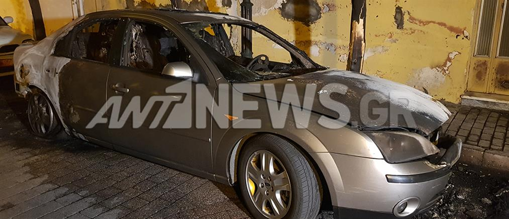 Εμπρηστικές επιθέσεις σε αυτοκίνητα (εικόνες)