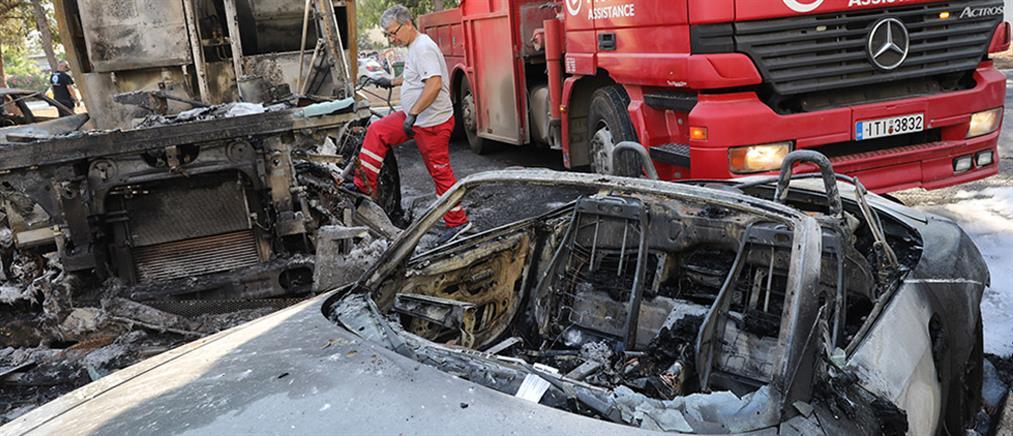 Καβούρι: έκρηξη μετά από σύγκρουση απορριμματοφόρου με ταξί (εικόνες)