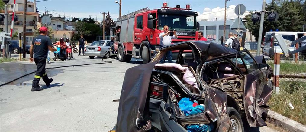 Σύγκρουση αμαξοστοιχίας με αυτοκίνητο (εικόνες)
