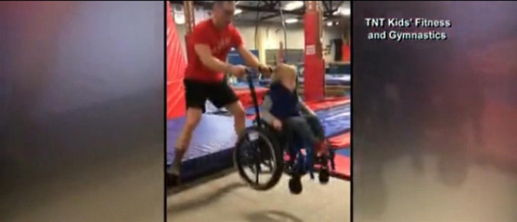 Συγκινητικό: 4χρονος σε αναπηρικό αμαξίδιο κάνει τραμπολίνο (βίντεο)