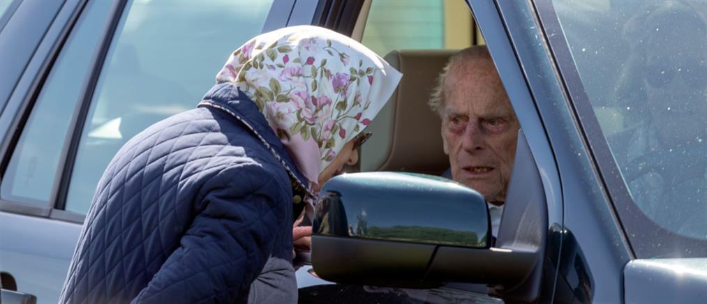 Αμετανόητος ο πρίγκιπας Φίλιππος: Οδηγεί ξανά χωρίς ζώνη, δυο μέρες μετά το τροχαίο