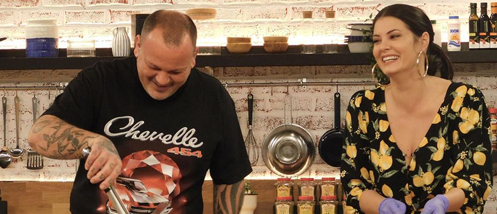 """Food N' Friends"": Η Μαρία Κορινθίου φτιάχνει… γιακιτόρι (εικόνες)"