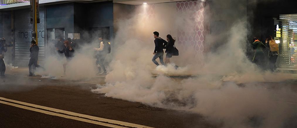 Χονγκ Κονγκ: Χριστούγεννα… με διαδηλώσεις και δακρυγόνα (βίντεο)