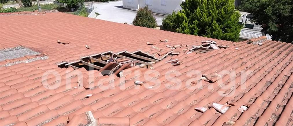 Λάρισα: αεροσκάφος ξήλωσε κεραμίδια (εικόνες)