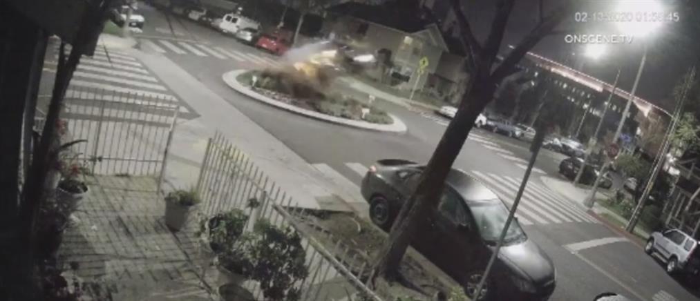 Αυτοκίνητο χτύπησε σε πεζοδρόμιο και... απογειώθηκε! (βίντεο)