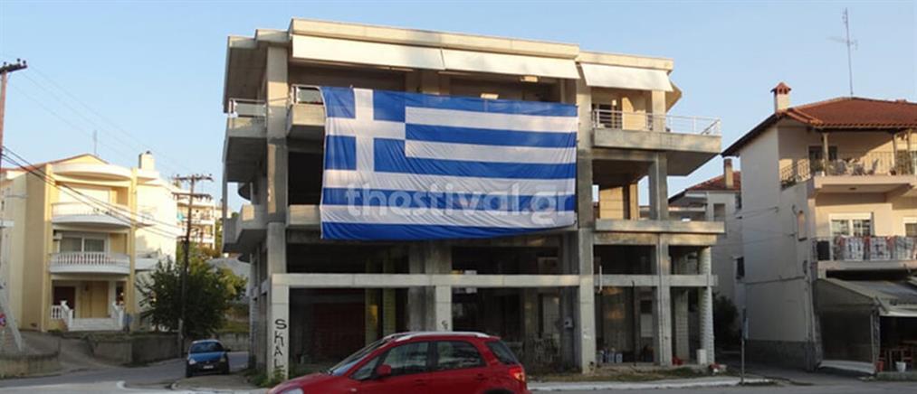 Θεσσαλονίκη: ελληνική σημαία γίγας για την 28η Οκτωβρίου (εικόνες)
