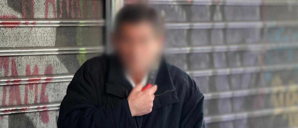Απειλούσε να αυτοκτονήσει με πριόνι έξω από το Υπουργείο Εργασίας