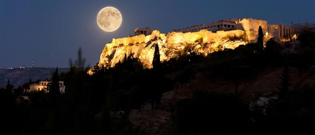Αυγουστιάτικη Πανσέληνος και έκλειψη Σελήνης απόψε – Πού θα την απολαύσουμε
