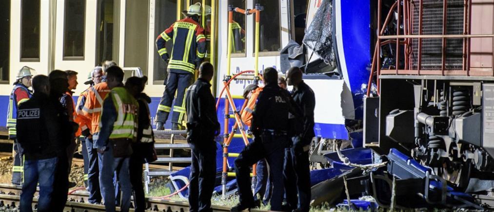 Φονική σύγκρουση τρένων στη Γερμανία (βίντεο)