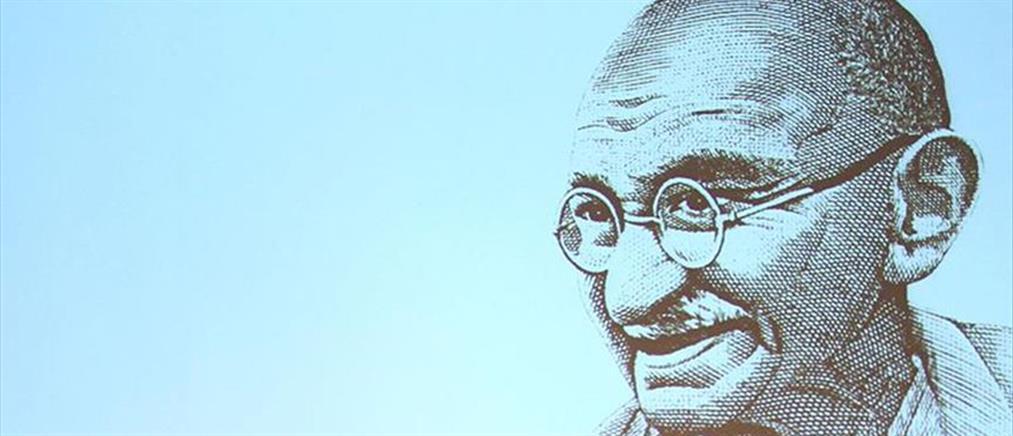 Δημοπρατήθηκαν γυαλιά του Γκάντι