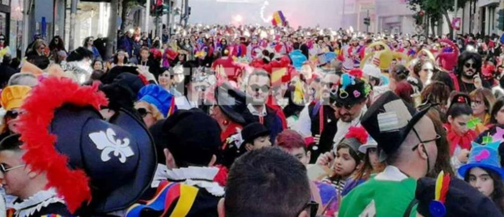 """Πάτρα: η… """"απαγορευμένη"""" παρέλαση των καρναβαλιστών (βίντεο)"""