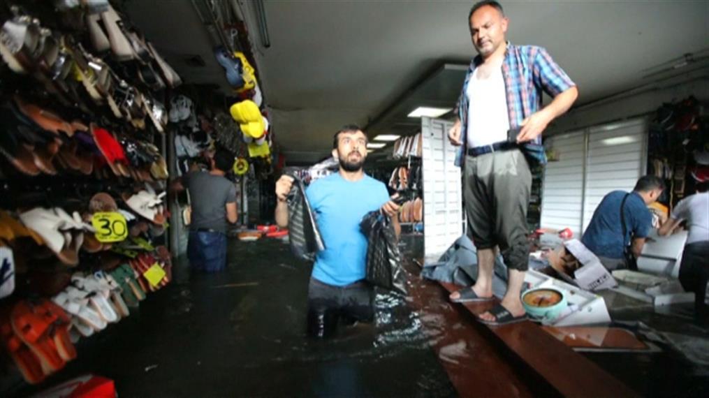 Απίστευτες εικόνες από την πλημμυρισμένη Κωνσταντινούπολη