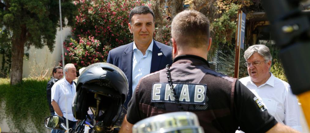 Ο Κικίλιας έδωσε συγχαρητήρια σε στελέχη του ΕΚΑΒ για την Χαλκιδική (εικόνες)