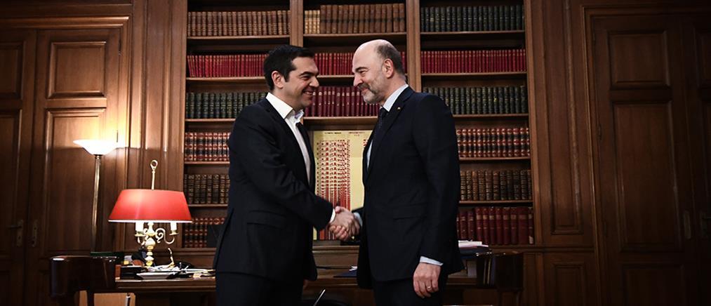 Μοσκοβισί: στη σωστή κατεύθυνση η Ελλάδα, αλλά…