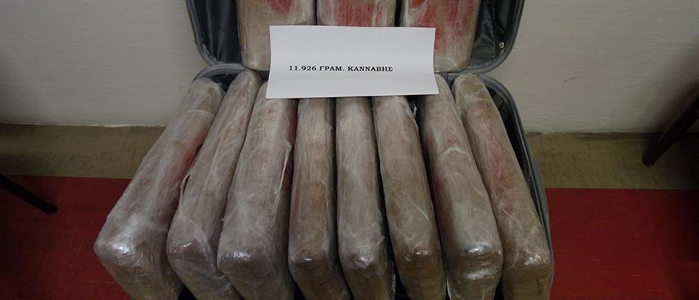 Μετέφεραν μέσα σε βαλίτσα… 12 κιλά χασίς (εικόνες)