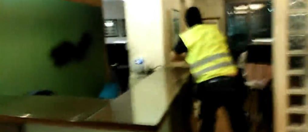 """Επίθεση του """"Ρουβίκωνα"""" σε δικηγορικό γραφείο"""