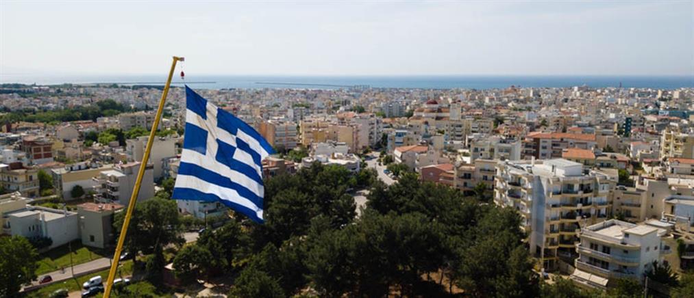 Στην Αλεξανδρούπολη η μεγαλύτερη ελληνική σημαία (βίντεο)