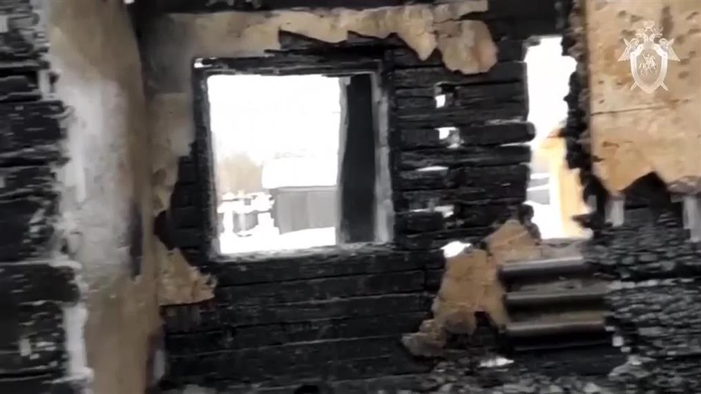 Φονική φωτιά σε ξύλινο οίκημα στη Ρωσία