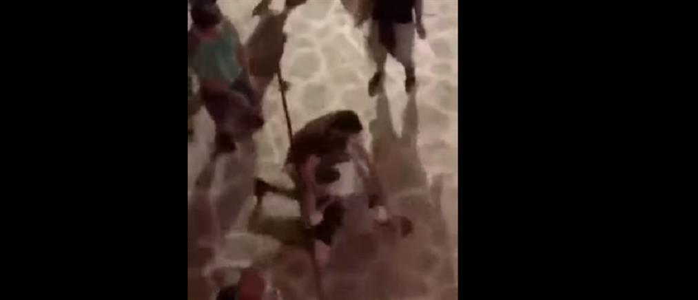 Έρευνα για τον ξυλοδαρμό τουρίστα από αστυνομικό στην Αντίπαρο