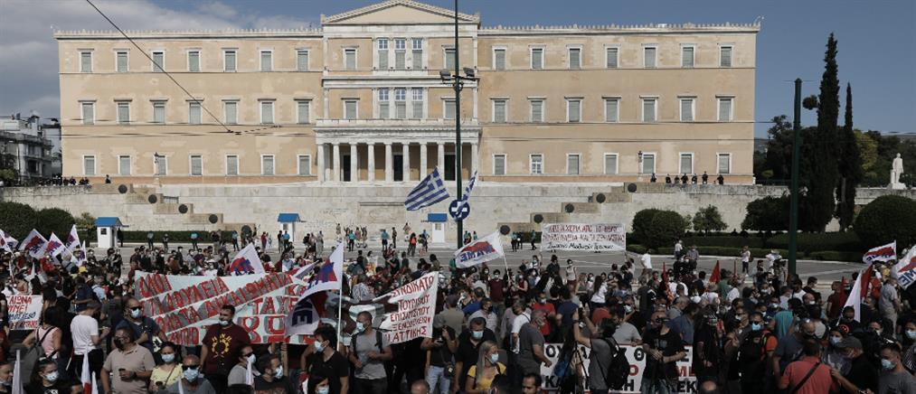 Εργασιακό νομοσχέδιο: Συλλαλητήριο έξω από τη Βουλή (εικόνες)